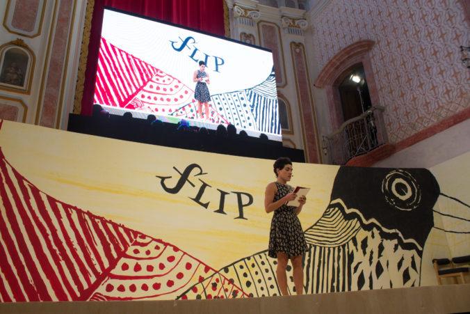 Adelaide Ivánova, poetisa recifense, durante a abertura da mesa 13 da FLIP 2017. Foto: Flavio Sucesso