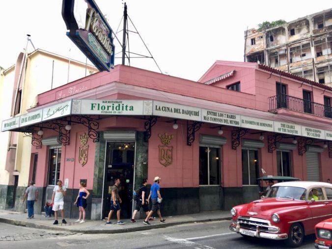 El Floridita, em Havana, Cuba, era o bar favorito do escritor americano Ernest Hemingway que viveu por mais de 20 anos na ilha